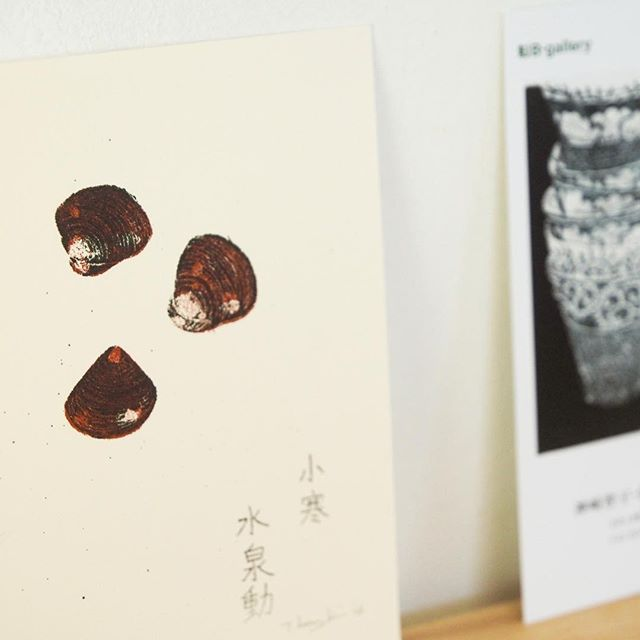 """Shijimi clams""・display. . .at Solo Exhibiition of B-Gallery(Tokyo,Japan) Jan. 25-Feb.4,2018 ・Everyone of the print collectors in Tokyo, please have a look at the exhibition. ・------------ 神崎智子・謄写版版画展「描く版画」は1/25-2/4 B- gallery(池袋)にて開催です。・2版刷りのしじみ。これも季節モノの作品です。・また、特別WSでは作品の技法解説&体験が出来ます。要予約です。"