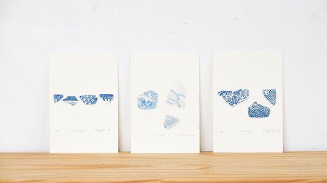 """[Collection of """"NEW WORKS""""]・My solo exhibition will start from tomorrow!・There are New print works for this exhibition. ・————・display. . .at the solo Exhibiition of Salon Mosaic(Osaka,Japan) Apr. 28-May20,2018 ・Everyone of the print collectors in Osaka, please have a look at the exhibition. ・—————–・いよいよ明日から開催です。 #サロンモザイク では着々と展示準備が行われているとのこと。展示に関してはお任せですが、いい感じにスペースが出来上がっております!・開催前のコレクションシリーズの投稿は「新作」です。・浜辺で打ち上がる角が削れてできる人工物。シーグラスが典型例ですが、今回は「シー陶器」をモチーフとして選び出しました。・モチーフの庭や技法の謄写版もそうですが、「文化」というものを意識しているのかなと思います。(作った後の蛇足的な自己批評ですが。。)・私の表現したい矛先は「人」なのですが、人としての「像」ではなく「思考する」「作り出す」と言った「所作」です。それらが折り重なって形成されたのが「文化」かなと感じています。私は、それらを表現するために、モチーフとして「庭」「像」を使っています。モチーフは物となっていた方が面白い(と思っている)ので。・"""