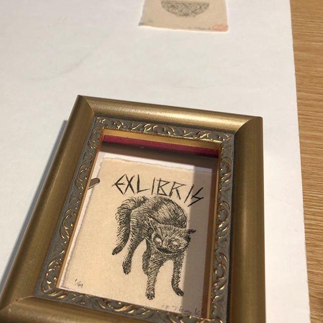 I'm choosing some mini frames. #printmakimg #mimeograph #frame #exlibris