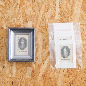 27日より「ペーパースクリーン版画と蔵書票」展が開催です。・蔵書票やミニサイズの版画作品が並ぶ展示となっています。会場の東向島珈琲店のおいしいコーヒー、ケーキ、ドレッシングと版画をお楽しみください。・是非ご覧ください。————display. . .at the joint Exlibris Exhibition of Higashi Mukoujima cafe shop (Tokyo, Japan) Oct. 27-Nov.9,2018.・Thanks.————— #mimeograph #版画 #謄写版 #ガリ版 #printmaking #instaart #artforsale #exhibition #蔵書票 #exlibris