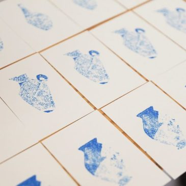 Just now, I'm making some mini print works. These works have used some technique.I posted some pieces of patterned wax paper on the fill-made wax paper.