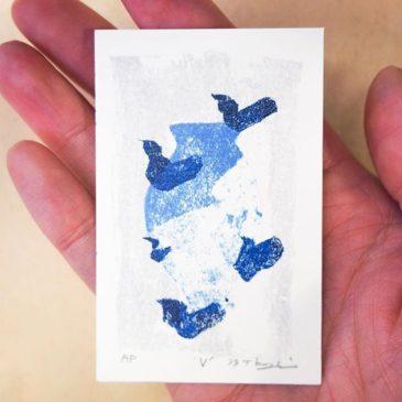 'V'#peopleofprint #tomokokanzaki #printmaking #mimeograph #blueandwhite