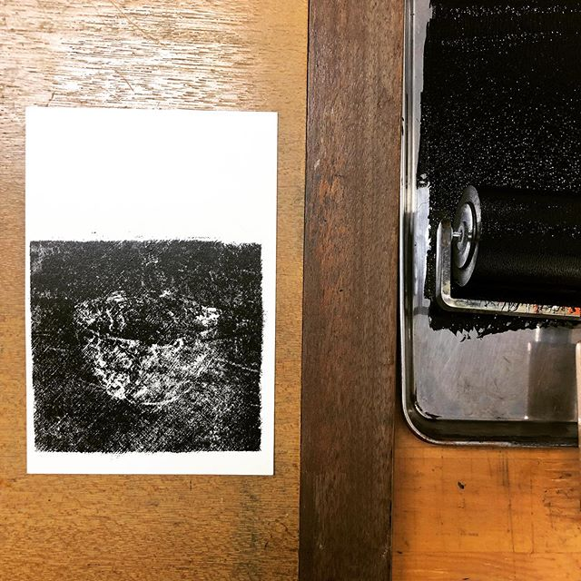 Today work #printstudio #printmaking #printmakingstudio #mimeograph #fileplateprocess #printisntdead #peopleofprint #black #edition #tomokokanzaki