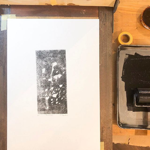Today's new work.This work was used in the same stencil. I masked stencil with diluted varnish.#stencil #printisntdead #peopleofprint #printmaking #printstudio #printart #mimeograph #mimeography #tomokokanzaki